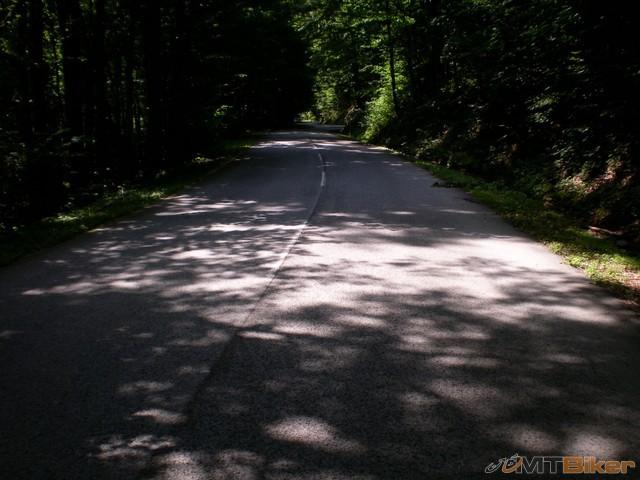 58.to bol asi najkrajsi kopec co sa tyka serpentin ..zjazdu .okolia.. cesty..dlzky...hustoty nasekanych zatacok...jpg