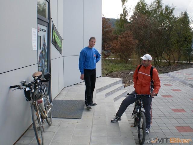 1.kamosi vlavo jonsak a vpravo milan O..s nim som bol na bicykli v Rymanowe...jpg