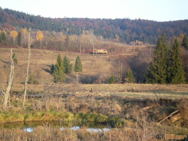 19.zeleznica na ukrajinskej strane...a vlacik...jpg