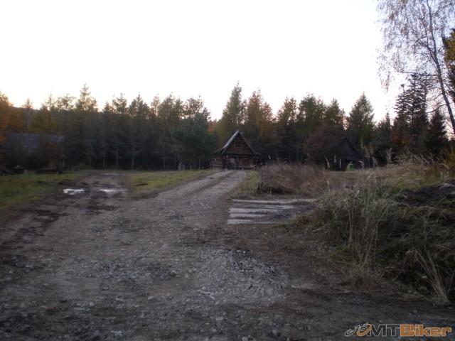 22.lesnicka chata po ceste..jpg