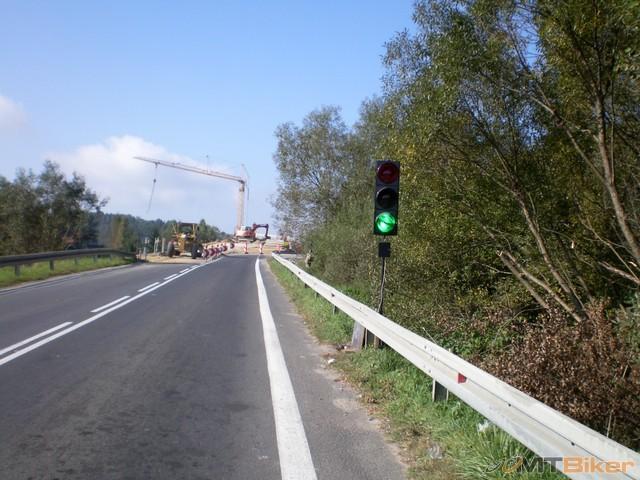 65.oprava mosta ..ide sa po drevenom.jpg