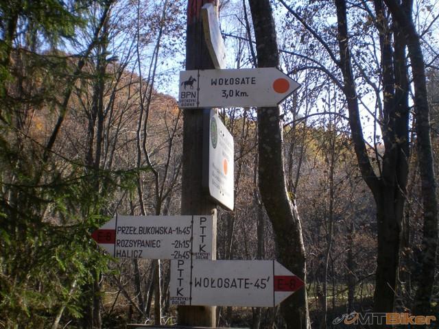 24.uz mal dost asfaltu..ideme hore na luky..po polnej konskej ceste.jpg