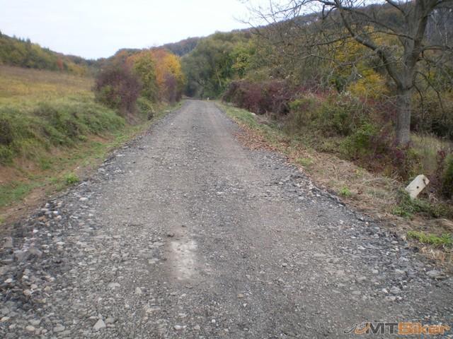 2.za dedinou idu davat novy asfalt.trebalo prijst neskor.jpg