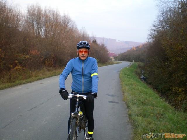 15.pred dedacovom som stretol bikera z HE meno som prepocul..priezvisko Vaňo ..mozno dakedy dame spolu jazdu...jpg
