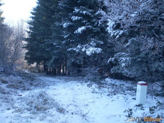 6.isiel som trochu aj po hranici ale musel som to otocit sneh sa mi sypal do cizmy.jpg