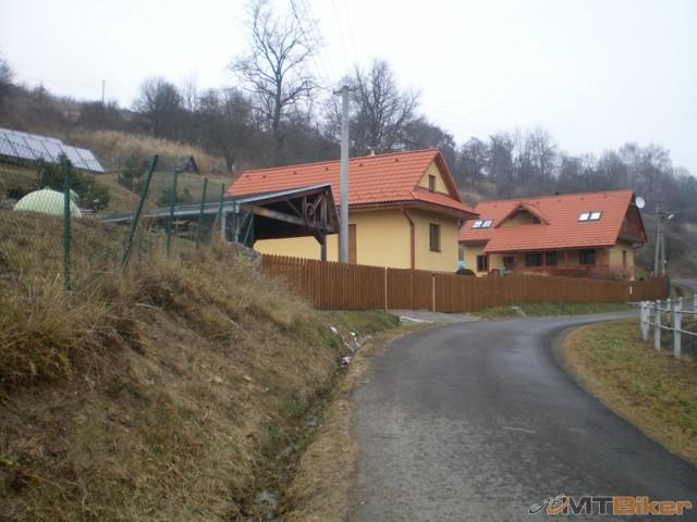 51.ked uz som tu idem pozriet koniec dediny palota...jpg