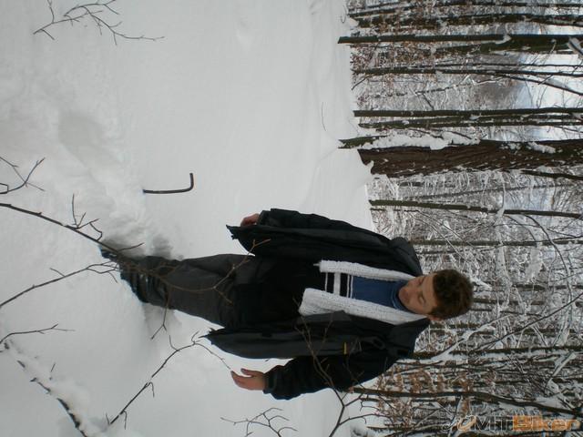 6.snehu po kolena..vravim si my tam dnes nedojdeme.jpg