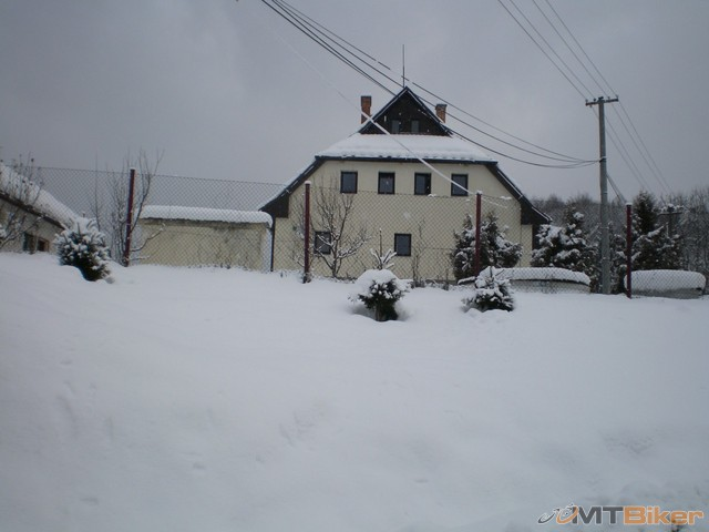 4.popri tomto dome doprava.jpg