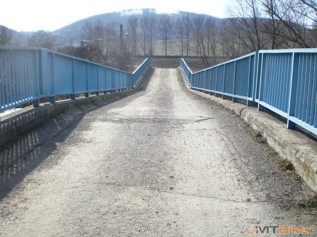 31.fedy nenakladaj tolko dreva na tu V3S-ku..pozri ako si znicil most.jpg