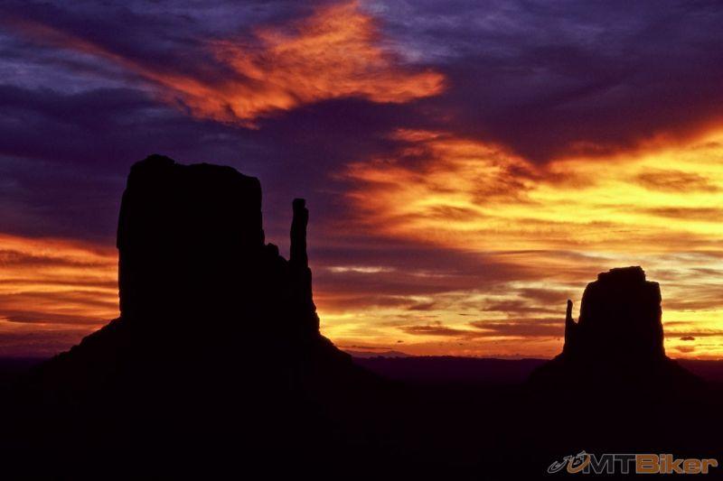 Monument Valley za úsvitu.jpg