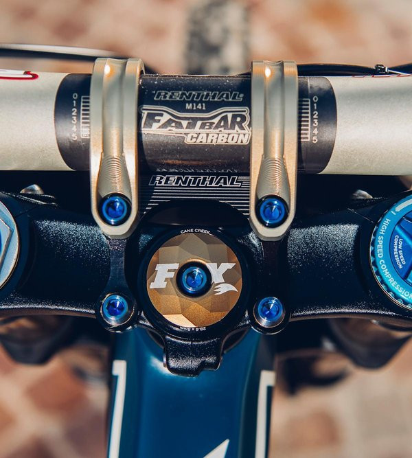 view-of-the-renthal-35mm-fatbar-and-stem.jpg