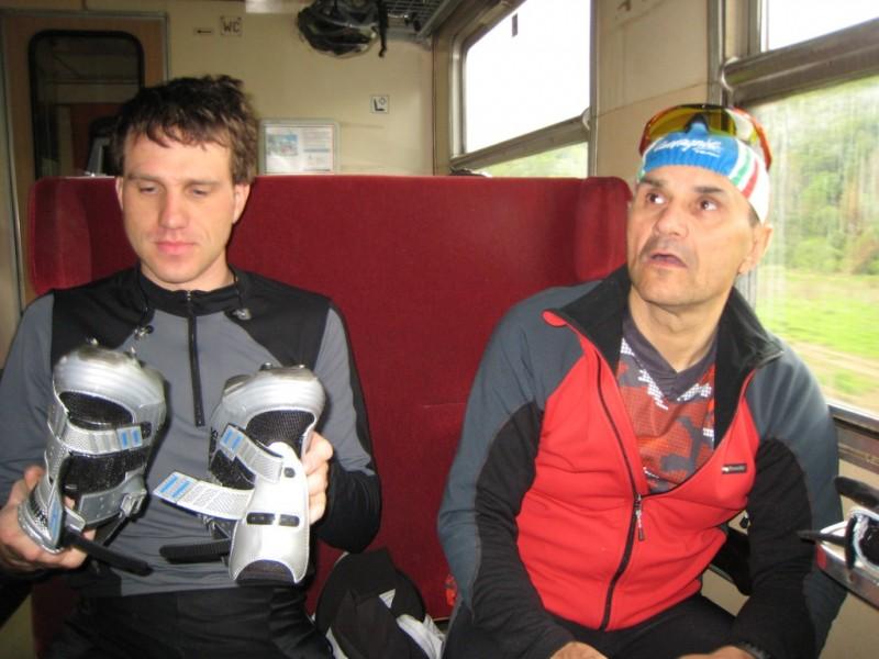 Vo vlaku, Miro a jeho kufre naopak.jpg