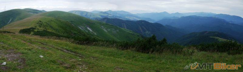 CV_krizna_vrchol-panorama-110-stupnov-od-ostredka-po-prasivu-.JPG