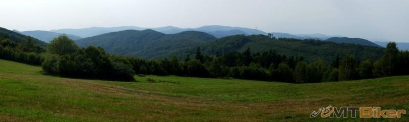 panorama-z-bystrej-vpredu-cierna-hora-vzadu-volovske-vrchy.JPG