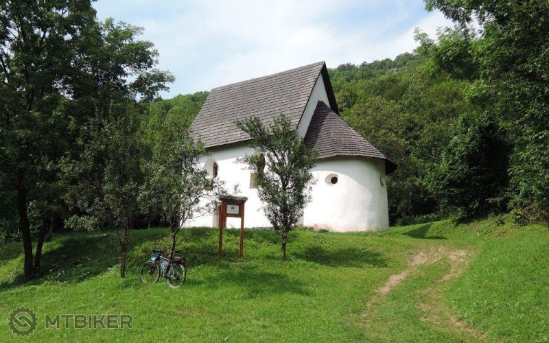 SK_hrusov-kaplnka-sv.anny_2014aug.JPG