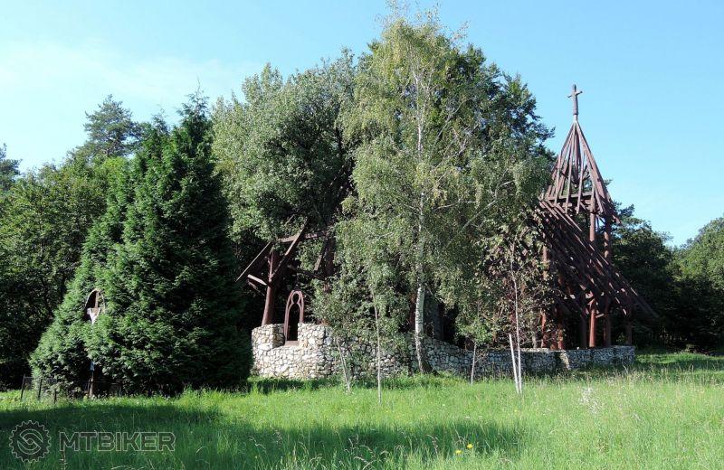 SK_jasovska-planina-dreveny-skelet-kostola-na-ladislav-vyvieracke_2014aug_.JPG