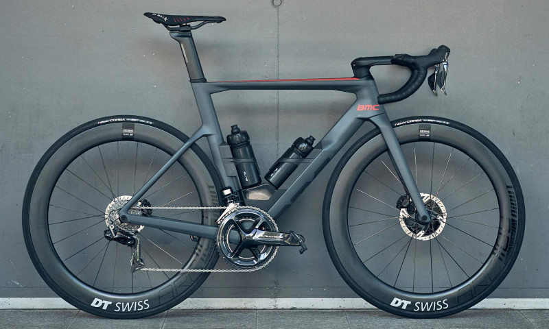 BMC-Timemachine-Road_integrated-carbon-disc-brake-aero-race-road-bike_complete-BAAW.jpg